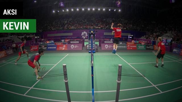 Berita video aksi smash atlet ganda putra Indonesia, Kevin Sanjaya, yang melakukan smash berputar saat menghadapi pasangan Jepang pada 16 Besar cabang badminton Asian Games 2018.