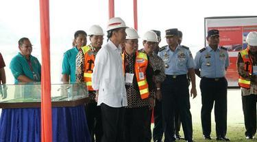 Presiden Jokowi saat meninjau pembangunan Bandara Jenderal Besar Soedirman, di Kabupaten Purbalingga, Jawa Tengah (Dok Foto: Setkab.go.id)
