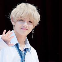 V atau Kim Tae Hyung `BTS` (wikia)