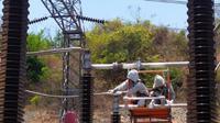 PLN unit induk distribusi Jawa Timur memiliki beberapa program percepatan, salah satunya listrik desa atau biasa disebut Lissa. (Foto: Liputan6.com/Dian Kurniawan)