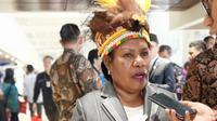 Helena B Anal, tokoh perempuan Papua, yang tergabung dalam Lembaga Perempuan Anime dan Kamoro (LPP AMOR) datang ke Gedung DPR/MPR saat proses pelantikan presiden dan wakil presiden hasil pemilu 2019.