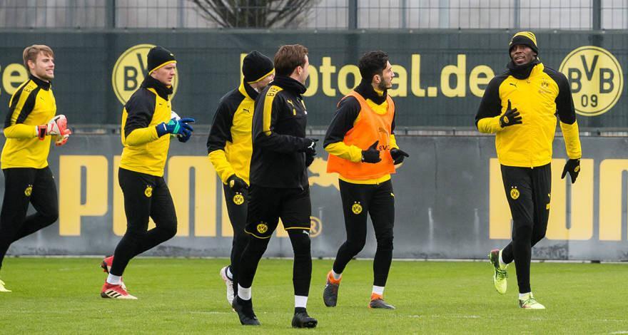 Sesi latihan Borussia Dortmund dikejutkan dengan hadirnya manusia tercepat di bumi, Usain Bolt, yang turut berlatih. (dok. Borussia Dortmund)