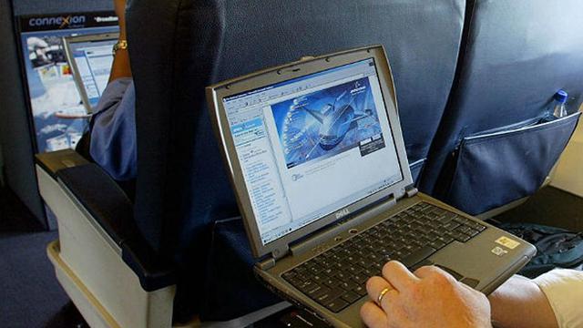 Laptop Terkena Air Jangan Panik Segera Lakukan Cara Ini Tekno