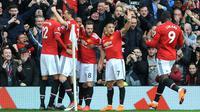 Pemain Manchester United (MU), merayakan gol kedua kedua mereka saat melawan Liverpool dalam pertandingan Liga Inggris di Old Trafford, Manchester, Inggris, Sabtu (10/3). MU kokoh di posisi kedua klasemen. (AP Photo/Rui Vieira)