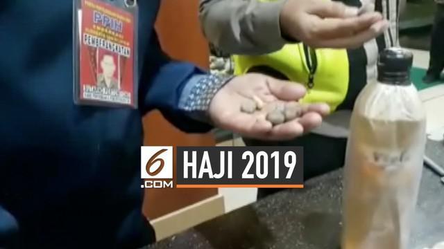 18 butir batu krikil ditemukan di koper jemaah calon haji Koltter 22 embarkasi Surabaya.  PPIH mengimbau para jemaah untuk tidak membawa krikil dari tanah air karena batu krikil banyak tersedia di Musdalifa.