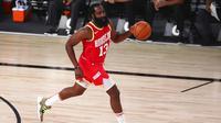 Pebasket Houston Rockets, James Harden, saat melawan Indiana Pacers pada laga NBA, Rabu (12/8/2020). Houston Rockets dikalahkan Indiana Pacers dengan skor 104-108. (Kim Klement/Pool Photo via AP)