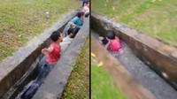 Video bocah bermain air bak di water park ini viral di media sosial. (Sumber: Facebook/Echan Al-Ikhsan)