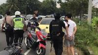Asal-usul mobil VW kuning yang nekat menerobos penyekatan pemudik dan menabrak polisi, Sabtu sore (8/5/2021) di Prambanan Klaten terkuak. (Liputan6.com/ Istimewa)