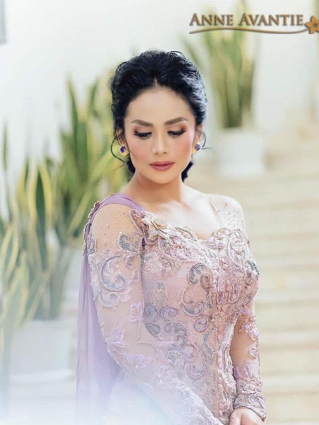 Ada Kisah Haru di Balik Pembuatan Kebaya Krisdayanti untuk Acara Lamaran Aurel Hermansyah dan Atta Halilintar. (instagram.com/anneavantieheart)