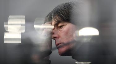 Joachim Loew mulai menjadi bagian Timnas Jerman saat digandeng Jurgen Klinsmann menjadi asitennya pada 2004. Hingga akhirnya menjadi pelatih utama, sederet prestasi bersama Tim Panser telah ditorehkannya sebelum akhirnya memilih mundur usai Euro 2020 nanti. (AFP/Ina Fassbender)