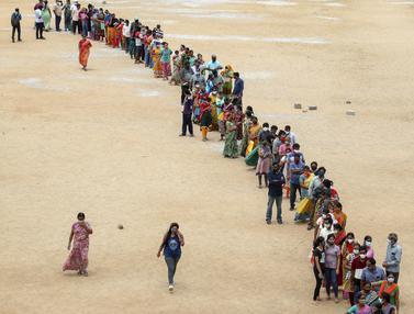 Ratusan Warga India Antusias Ikuti Vaksinasi Covid-19 Dosis Kedua