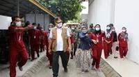 Ketua Satgas Penanganan Covid-19 Letjen TNI Ganip Warsito meninjau fasilitas isolasi terpusat (isoter) bagi pasien Covid-19 di Gedung BPSDM, Riau.(Foto: Humas BNPB).