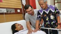Gubernur Jawa Tengah Ganjar Pranowo mendatangi Silvia Julianti, ibu hamil yang ngidam dielus perutnya oleh Ganjar Pranowo. (KRJogja.com/Budiono)