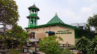 Masjid Jami Kali Pasir di Sukasari, Tangerang.