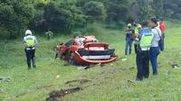 Supercar McLaren kecelakaan di Tol Jagorawi, Minggu (3/5/2020). Mobil mewah itu rusak berat setelah menabrak pohon palm. (Achmad Sudarno/Liputan6.com)