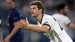 Thomas Mueller. Striker Timnas Jerman ini sudah mencetak 39 gol dan 37 assist dalam 103 caps untuk Der Panzer. Namun belum satu gol pun dicetaknya dalam 12 laga di ajang Euro yang diikutinya, yaitu Euro 2012, Euro 2016 dan Euro 2020 ini. (Foto: AP/Pool/Matthias Hangst)