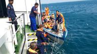 Kapal Ferry MV Wave Master 5 kandas di perairan Kepri berhasil dievakuasi oleh KNP Sarotama P 112.