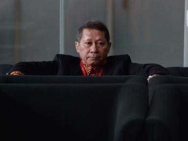 Mantan Direktur Utama PT Pelindo II, Richard Joost Lino (RJ Lino) berada di ruang tunggu sebelum pemeriksaan di Gedung KPK, Kamis (23/1/2020). RJ Lino diperiksa sebagai tersangka kasus dugaan korupsi proyek pengadaan tiga unit Quay Container Crane (QCC) di PT Pelindo II. (merdeka.com/Dwi Narwoko)