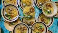 Rujak mi Palembang menjadi salah satu menu khas Palembang Sumsel yang disajikan saat Idul Adha (Liputan6.com / Nefri Inge)