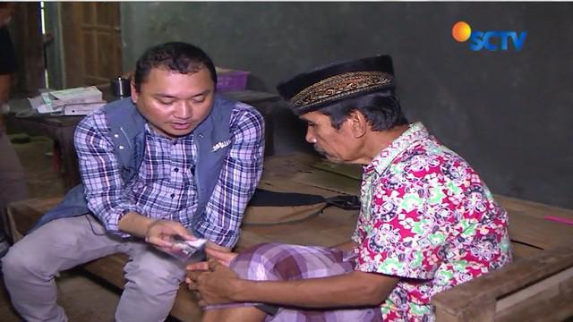 Berkeliling desa dilakukan dokter Agus usai jam kerja rumah sakit. Meski kondisi geografis Banjarnegara berbukit-bukit, tak menyurutkanya.