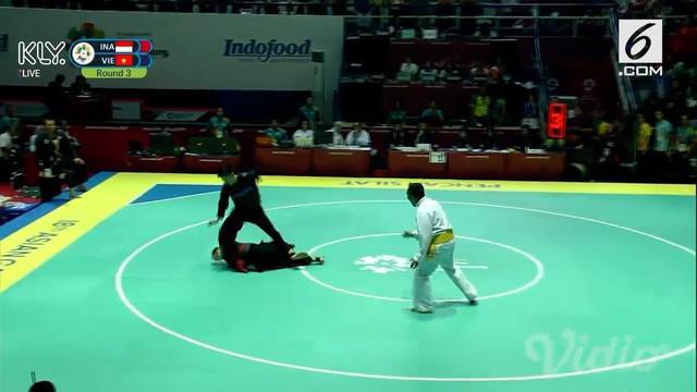 Hanifan Yudani Kusumah menaklukkan andalan Vietnam Thai Linh Nguyen pada final nomor 55-60 kg putra cabor pencak silat Asian Games 2018.