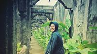 Akhirnya, setelah sekian tahun berjuang melawan kanker, Ria Irawan dipaksa menyerah sampai akhirnya meninggal dunia. Rencananya, jenazah Ria Irawan akan dimakamkan di TPU Tanah Kusir, Jakarta Selatan pada Senin (6/1/2020) siang, selepas sholat zuhur.   (Instagram/riairawan)