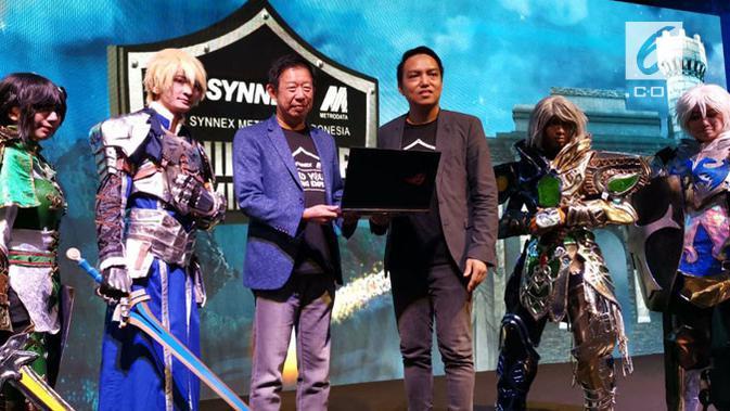 Presiden Direktur PT Synnex Metrodata, Agus Honggo Widodo, dan Direktur Konsumer PT SMI, Ronaldy Suhendra, dalam acara