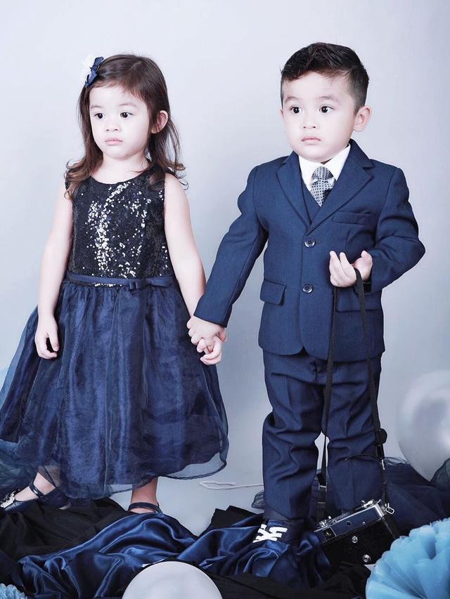7 Potret Terbaru Zac dan Zoe, Anak Kembar Jonathan Frizzy ...