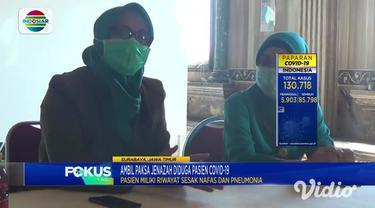Tampak seorang wanita terlibat ketegangan dengan tim medis rumah sakit di Jalan Manukan, Surabaya. Lantaran tak bisa membawa pulang jasad ayahnya yang meninggal dunia karena diduga terpapar Covid-19. Pihak Rumah Sakit Muji Rahayu Surabaya, membenarka...
