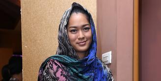 Di mata dunia internasional, Islam dianggap sebagai agama yang mengajarkan kekerasan bahkan berujung teroris, Prisia Nasution pun berpendapat demikian pula. (Galih W. Satria/Bintang.com)