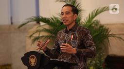 Presiden Joko Widodo menyampaikan sambutan saat membuka Rapat Kerja (Raker) Kepala Perwakilan RI dengan Kementerian Luar Negeri (Kemenlu) di Istana Negara, Kamis (9/1/2020). Pembukaan Raker ditandai dengan pemukulan gong oleh Jokowi didampingi Menlu Retno Marsudi. (Liputan6.com/Angga Yuniar)