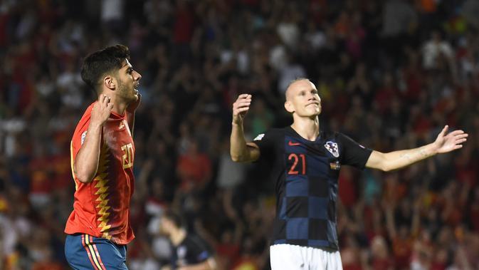 Gelandang Timnas Spanyol, Marco Asensio (kiri), meluapkan kegembiraan usai mencetak gol ke gawang Kroasia, pada laga UEFA Nations League Liga A Grup 4, Selasa (11/9/2018) waktu setempat, di Stadion Manuel Martinez Valero, kota Elche.  (AFP / Jose Jordan)