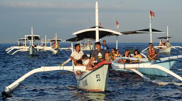 Lumba-Lumba Liar di Pantai Lovina Bali