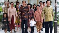 Jokowi dan keluarga bertemu Sri Sultan Hamengku Buwono X. (Instagram @jokowi)