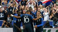 Para pemain Prancis merayakan gol ke gawang Belanda pada laga Liga A Grup 1 UEFA Nations League, di Stade de France, Paris, Minggu (9/9/2018). (AFP/Franck Fife)