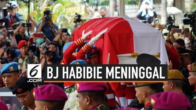 Detik-detik prosesi pemakaman jenazah Presiden ke-3 RI, BJ Habibie di TMP Kalibata, Jakarta Selatan.