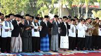 Presiden Jokowi salat Idul Fitri 1437 H di Padang. (Biro Setpres)