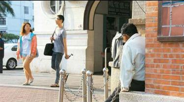 Seorang pria Taiwan bernama Ah Ji yang dengan setia menunggu kedatangan pujaan hatinya di luar Stasiun Tainan selama 20 tahun
