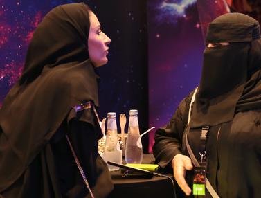 Gaya Wanita Arab Saudi Saat Nonton ke Bioskop