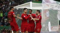 Gelandang Timnas Porugal Bernardo Silva (kanan) bersama rekan-rekannya merayakan golnya ke gawang Luksemburg dalam laga lanjutan Grup B Kualifikasi Piala Eropa 2020 di Estádio Jose Alvalade, Sabtu (12/10/2019) dini hari WIB. (AP Photo/Armando Franca)