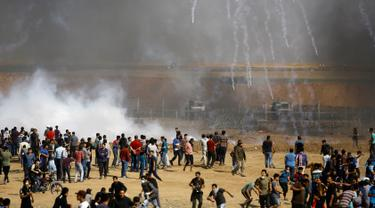 Momen Saat Demonstran Palestina Dihujani Gas Air Mata di Jalur Gaza