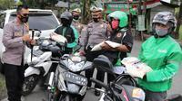 Warga tak bermasker dihukum self hipnosis, di Kebumen, Jawa Tengah. (Foto: Liputan6.com/Polres Kebumen)