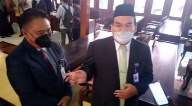 Gus Arief  nalika diwawancarai karo kru media ing Pendopo DPRD Kabupaten Blora. (Liputan6.com/Ahmad Adirin)