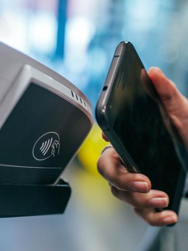 Smartphone dengan NFC