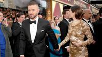 Justin Timberlake bersama Jessica Biel saat menghadiri Academy Awards ke-89 di Hollywood, California, AS (26/2). Justin dan Jessica Biel terlihat mesra saat menghadiri acara tersebut. (Christopher Polk / Getty Images / AFP)