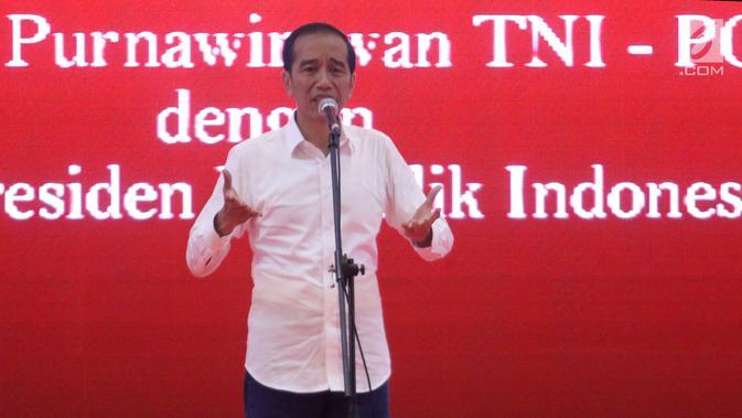 Capres No urut 01 Joko Widodo memberi sambutan pada deklarasi 1000 Purnawirawan TNI-Polri dukung Jokowi-Ma'ruf Amin di Kemayoran, Jakarta, Minggu (10/2). Purnawirawan TNI-Polri memberikan kepercayaan Jokowi-Ma'ruf Amin. (Liputan6.com/Angga Yuniar)