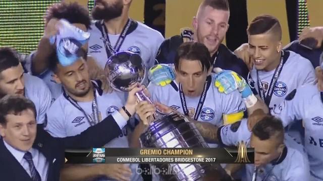 Berita video leg kedua final Copa Libertadores yang dimenangkan Gremio dengan skor 2-1. This video is presented by Ballball.