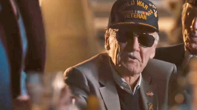 Cameo Stan Lee dalam The Avengers Age of Ultron (YouTube)