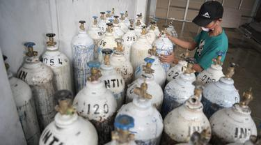 Satgas Oksigen Jabar saat mengirim tabung oksigen ke kabupaten/kota di Jabar. (sumber foto: Biro Adpim Jabar)