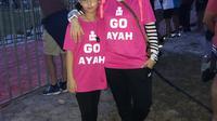 Laudya Cynthia Bella dan Engku Aleesya menemani Engku Emran mengikuti kejuaraan triathlon [foto: instagram]